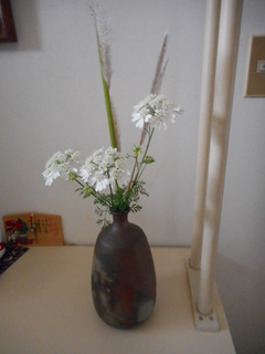 花瓶にレースフラワー.JPG